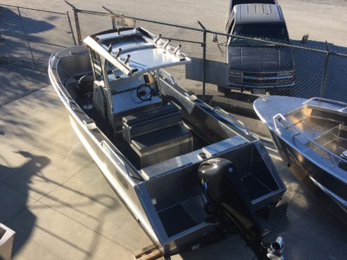 Aluminum boat with centre console for sale