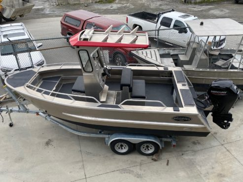 Aluminum boat with centre console