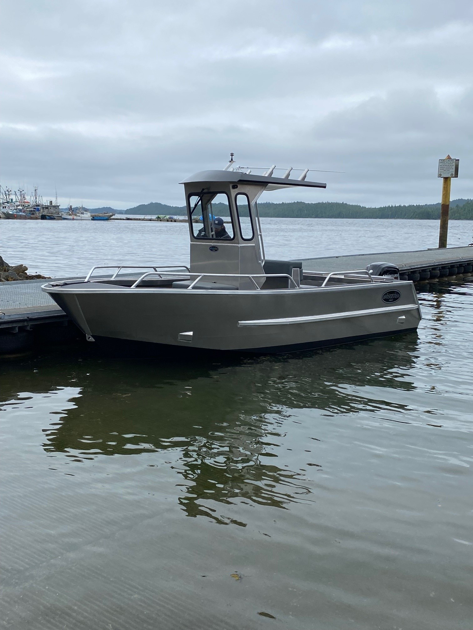 18EXT aluminum boat with centre console